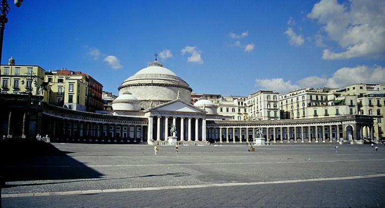 Piazza del Plebiscito en Nápoles