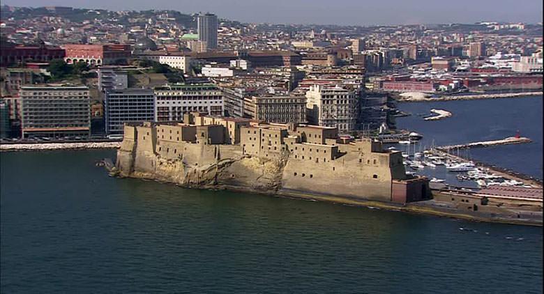 Borgo Santa Lucia en Nápoles