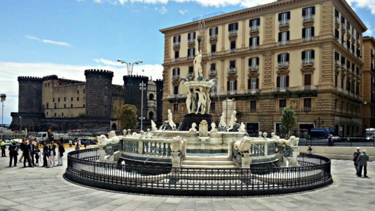 Fontana del Nettuno a Napoli: storia, come arrivare