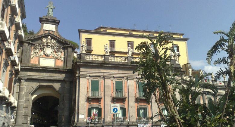 Порт Альба в Неаполе