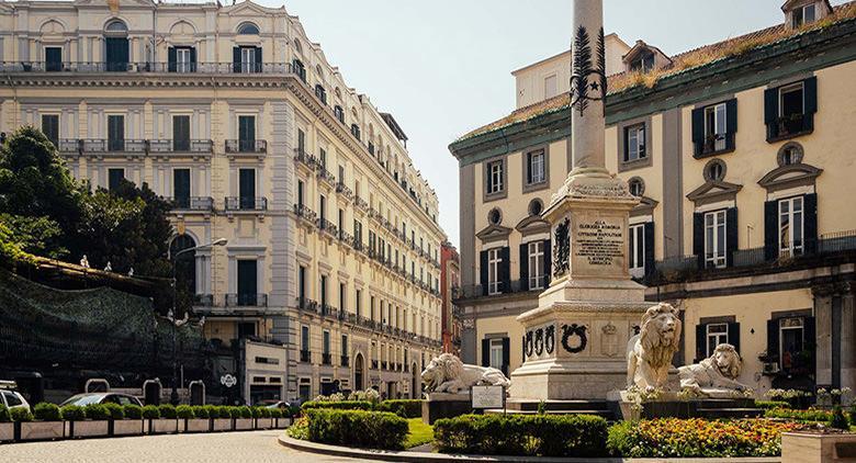 Piazza dei Martiri in Neapel