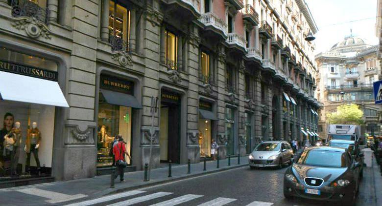Via dei Mille in Neapel