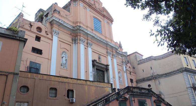Kirche Santa Teresa degli Scalzi in Neapel