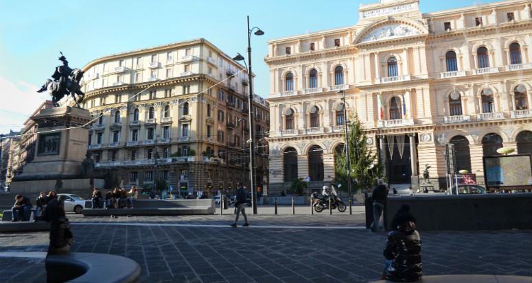 Piazza Giovanni Bovio o della Borsa a Napoli