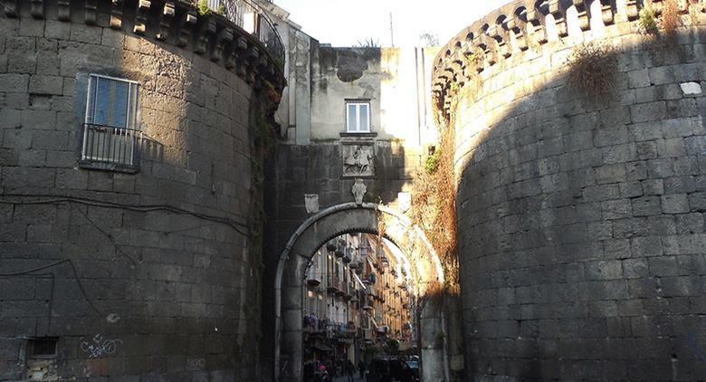 Порта Нолана в Неаполе