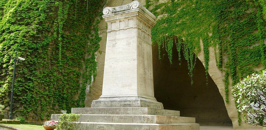 Tomba di Leopardi nel Parco Vergiliano a Napoli
