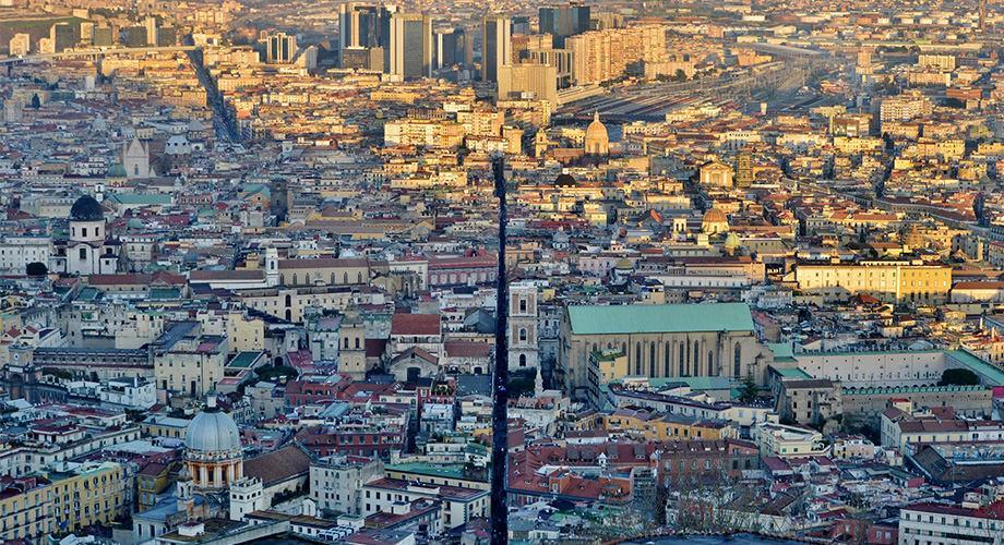 Spaccanapoli, la strada che divide in due Napoli