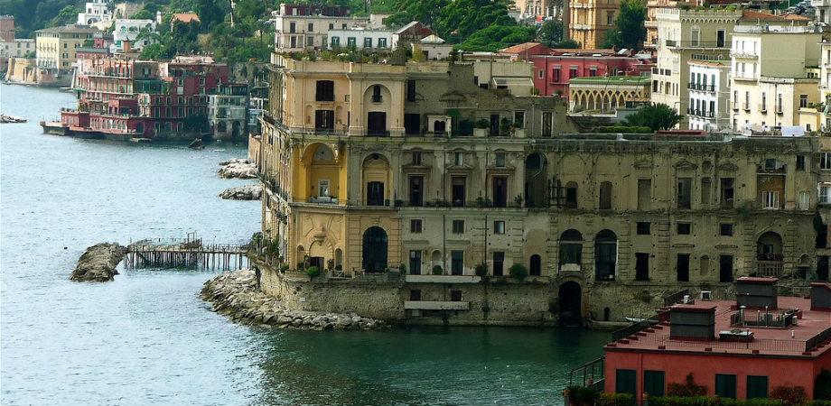 Palazzo donn'anna dal belvedere posillipo
