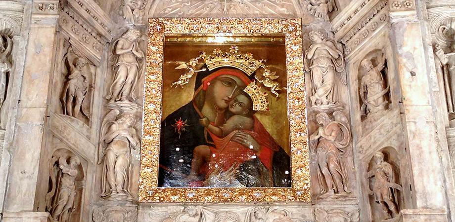 Madonna Bruna in der Karmin Kirche in Neapel