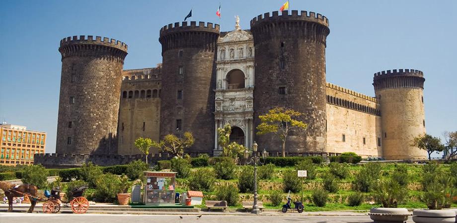Le château Maschio Angioino à Naples