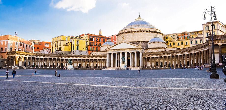 ナポリのPiazza del Plebiscito