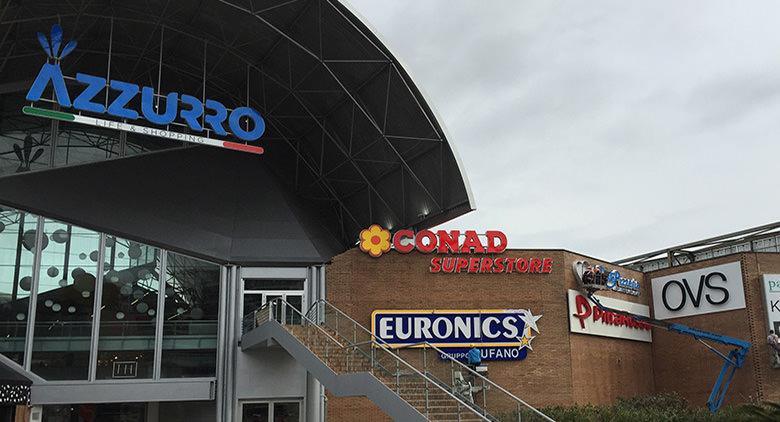 большой синий торговый центр