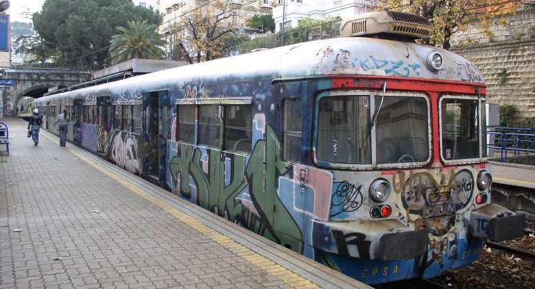 Deraglia treno della Cumana direzione Torregaveta