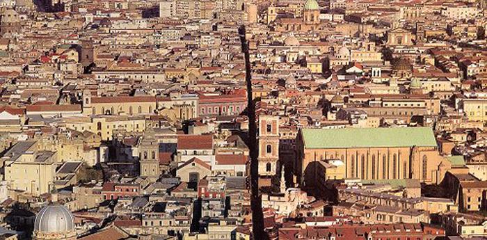 i decumani di Napoli diventano area pedonale per Natale 2012