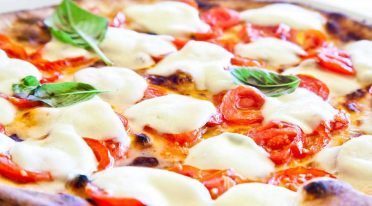 Pizza Margherita, die beste Pizza in der Via Tribunali in Neapel