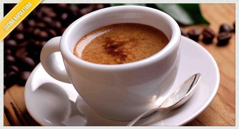 Wie bereitet man neapolitanischen Kaffee zu?
