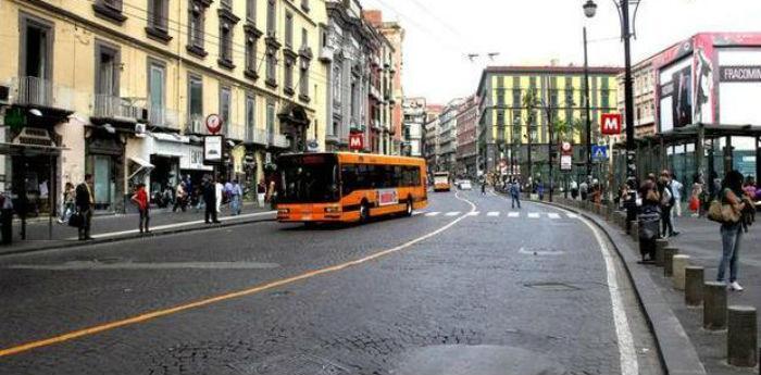 Ztl Napoli piazza Dante via Duomo sospesa