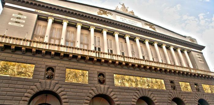 Teatr San Carlo Napoli agosto