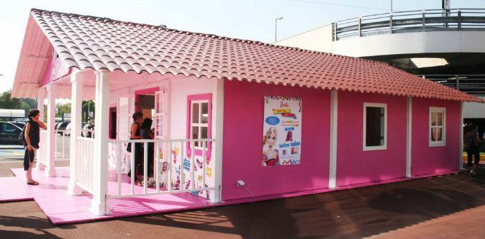 Casa di barbie di 84 mq nella villa comunale di napoli per for Lusso per la casa dei sogni
