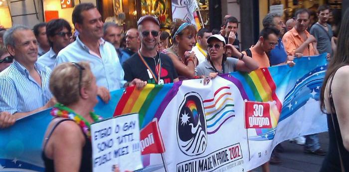 Foto Gay Pride 2014 a Napoli in cui è presente De Magistris
