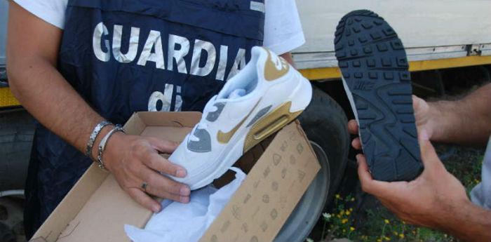 Lotta alla contraffazione a Napoli