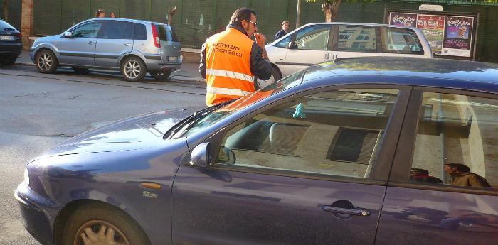 Parcheggiatore abusivo a Napoli