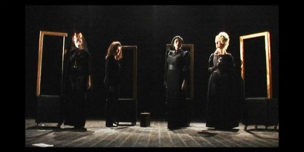 Scena dello spettacolo Epochè al Teatro Bellini di Napoli