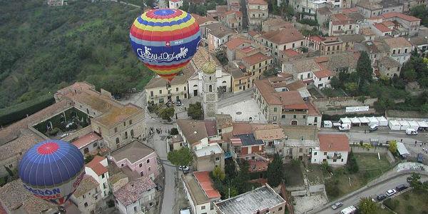 27esimo Raduno Internazionale Mongolfiere a Fragneto Monforte (BN), veduta dall'alto