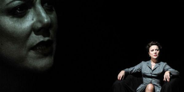 Spettacolo Il mare non bagna Napoli al Teatro Stabile sala Ridotto