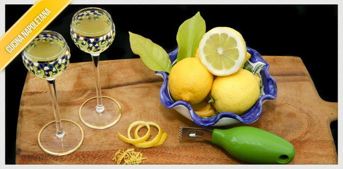 limone tagliato per preparare il Limoncello Napoletano