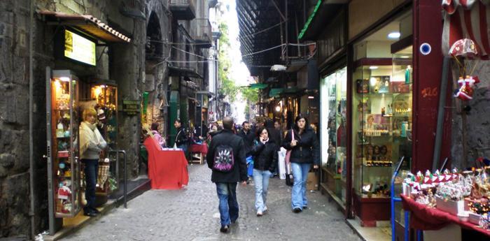 I decumani di Napoli saranno area pedonale a Natale 2013