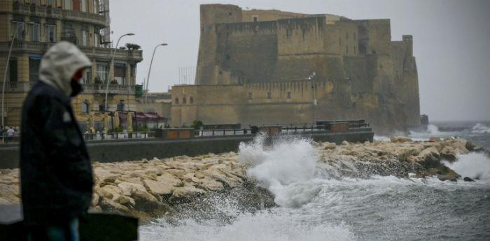 Schlechtes Wetter in Neapel Wetteralarm für den Zyklon Venus