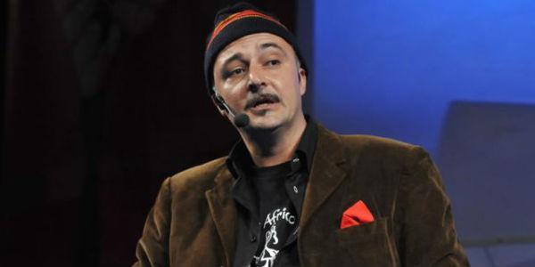 Paolo Caiazzo nello spettacolo Liberi tutti 2.0 al Teatro Totò di Napoli