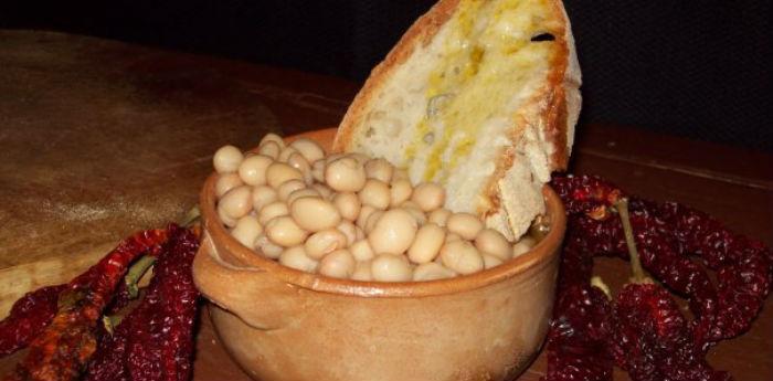 Piatto a base di fagioli di Controne preparato per la sagra
