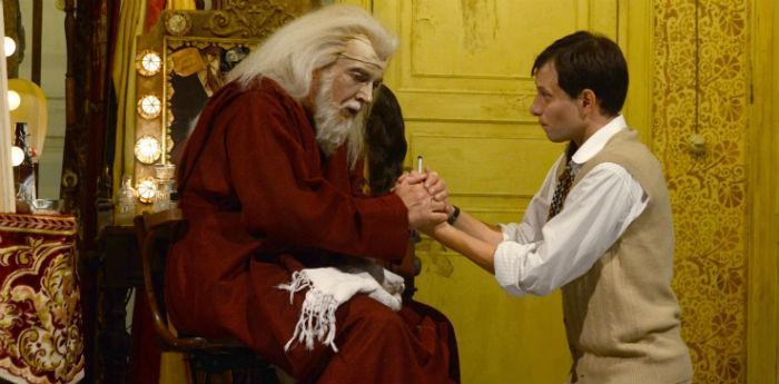 Scena tratta dallo spettacolo Servo di scena al Teatro Bellini di Napoli