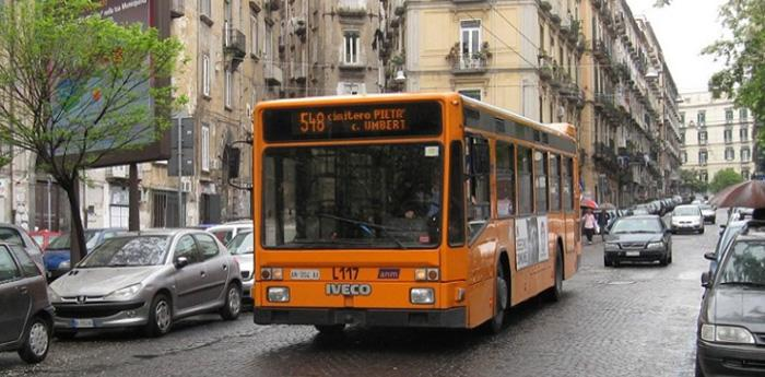 un bus dell'anm a napoli