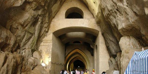 ingresso della crypta neapolitana a napoli