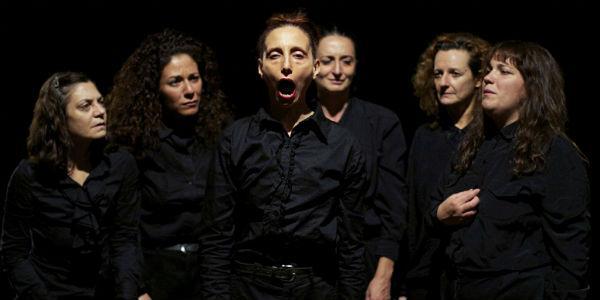 Scena dello spettacolo Le sorelle Macaluso al Teatro Mercadante di Napoli