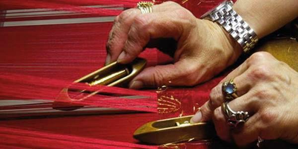 Artigiani al lavoro per la mostra Maestri in Fiera