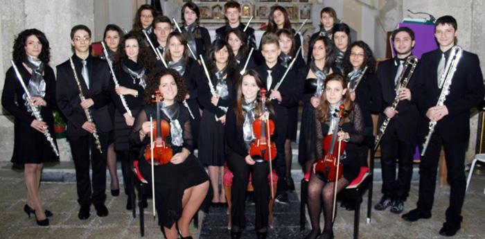 L'orchestra  Magna Graecia Flute Choir composta da giovani flautisti