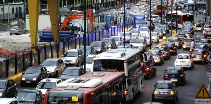 Traffico nella città di Napoli, circolazione targhe alterne