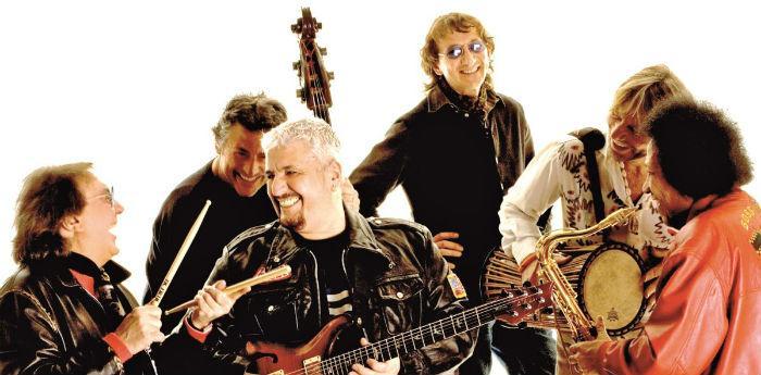 Pino Daniele e la sua band in Tutta n'ata storia al Palapartenope di Napoli