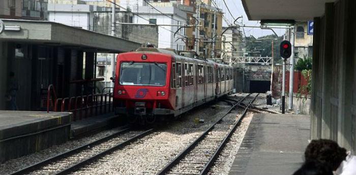 Treno della circumvesuviana EAV sciopero trasporti 6 dicembre 2013