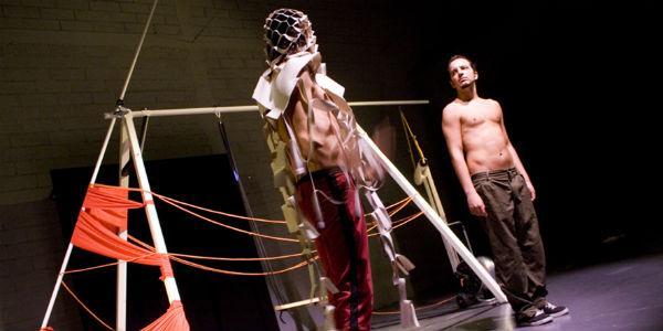 Antonio Rezza e Flavia Mastrella in 7-14-21-28 al Teatro Bellini di Napoli