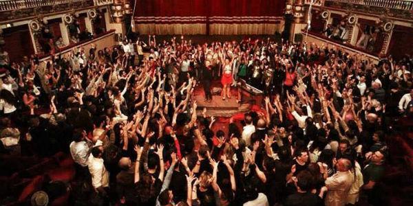 Scena dello spettacolo Dignità Autonome di Prostituzione al Teatro Bellini di Napoli