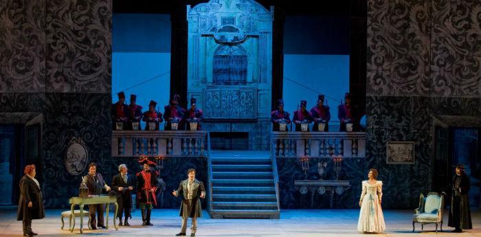 Scena dello spettacolo Il Barbiere di Siviglia in scena al Teatro San Carlo di Napoli