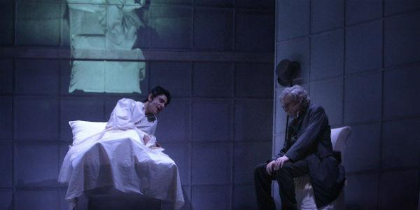 Scena tratta dallo spettacolo Il compleanno di Baudelaire al Teatro San Ferdinando di Napoli