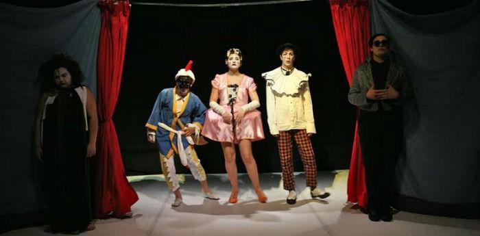 Scena dello spettacolo Petitoblok al teatro Piccolo Bellini di Napoli