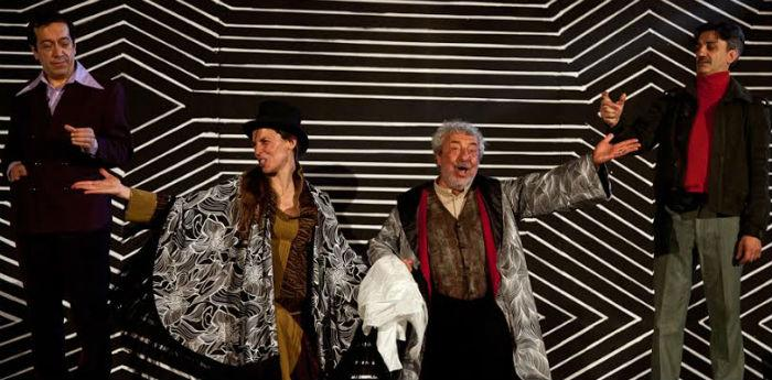 بينيديتو كاسيلو في العرض سيك سيك ، المؤلف السحري على خشبة المسرح في تياترو نوفو في نابولي