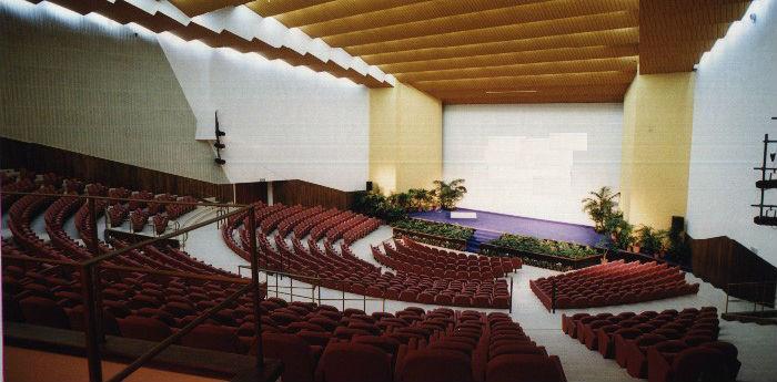 interno del teatro mediterraneo della mostra d'oltremare di napoli